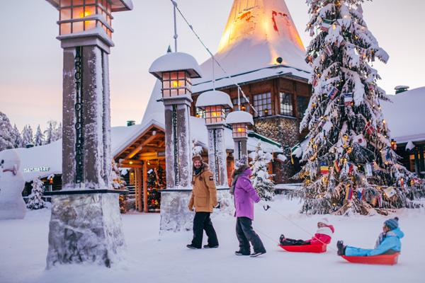 Villaggio Di Babbo Natale In Lapponia.Fiabe Dalla Lapponia Rovaniemi E Igloo Di Vetro